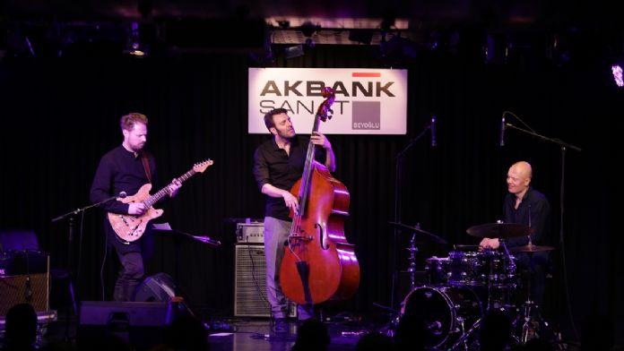 Ünlü caz grubu 'Skydive Trio' İstanbul'da konser verdi