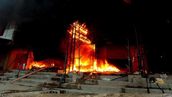 Protestocular yangın çıkardı: 6 ölü, 28 yaralı