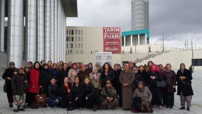 Çanakkaleli Kadın Çiftçiler İzmir Tarım Fuarını Ziyaret Etti