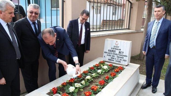 Edremit Protokolü Kaymakam Hamdi Beyin Mezarını Ziyaret Etti