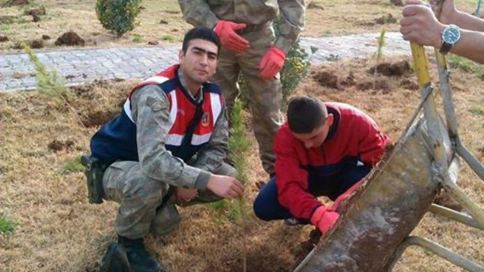 Sur'da Şehit Düşen Seçkin Çil'dengeriye kalan