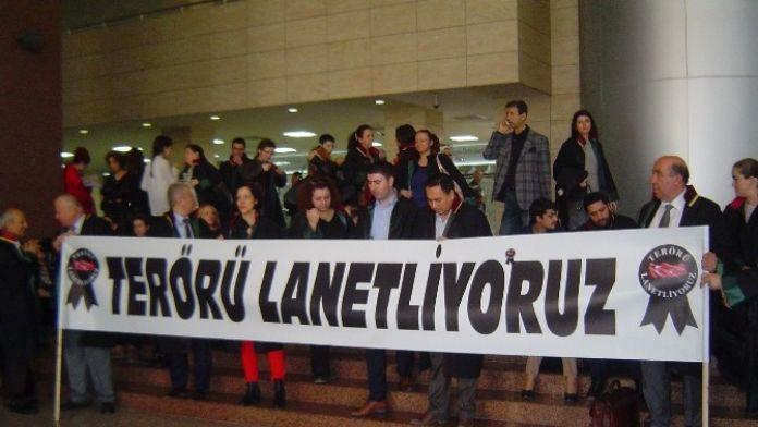 İzmirli Avukatlar Terörü Lanetledi