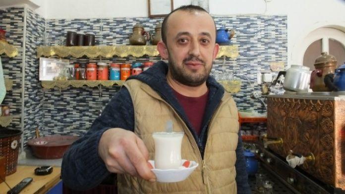 Kahvehane'de Yaşlılar Sütü Tercih Etti