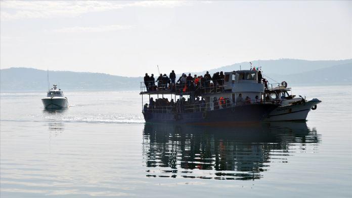 Denizin ortasında terk edilen sığınmacılar kurtarıldı