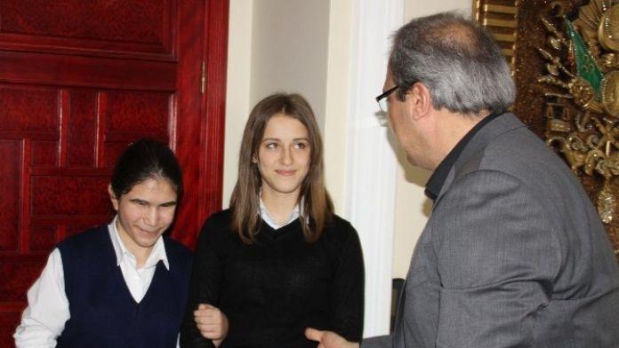 Görme Engelli Akduman'dan Başkan Karaçoban'a Teşekkür