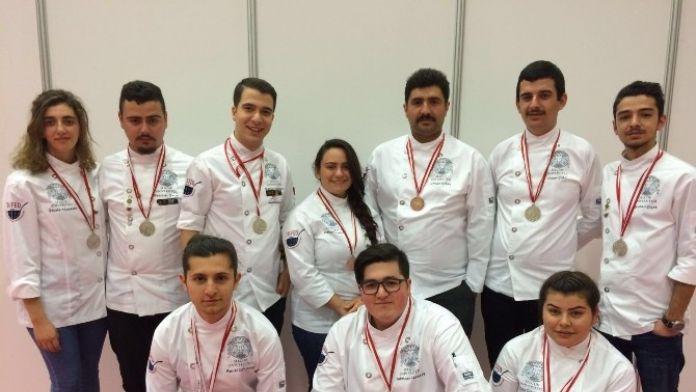 SÜ Aşçıları 7 Gümüş Ve 3 Bronz Madalya Kazandı