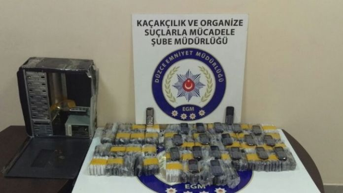 Düzce'de Kaçak Sigara Ve Cep Telefonu Operasyonu