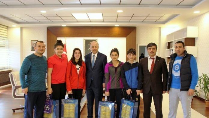 Altın Madalyalı Judocular, Vali Azizoğlu'nu Ziyaret Etti