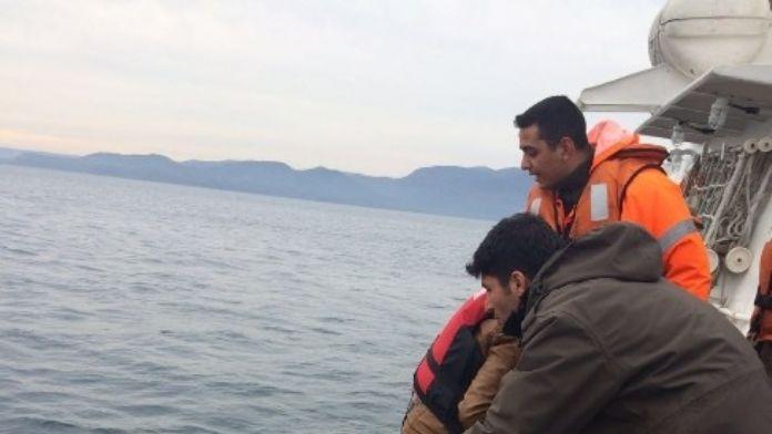 63 Düzensiz Göçmen Sahil Güvenlik Tarafından Kurtarıldı