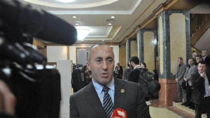 Kosova'da siyasi kriz büyüyor