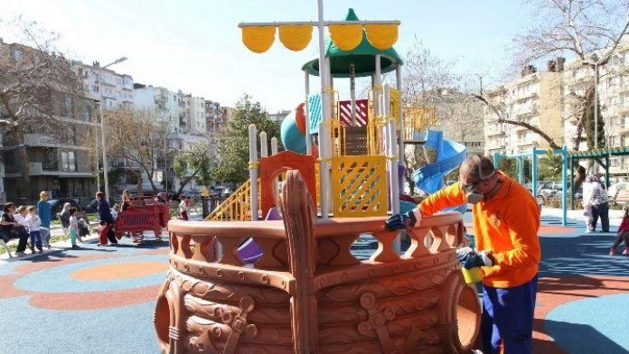 Konak'taki Parklarda Temizlik Seferberliği