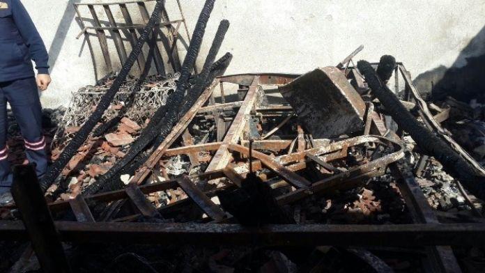 Kulu'da Kapalı Garaj Yandı