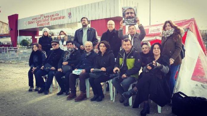 Bursalı gazeteciler 'Umut Nöbeti' tuttu