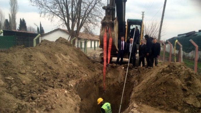 Sazoba'da Kanalizasyon Hattı Çalışmaları Sürüyor