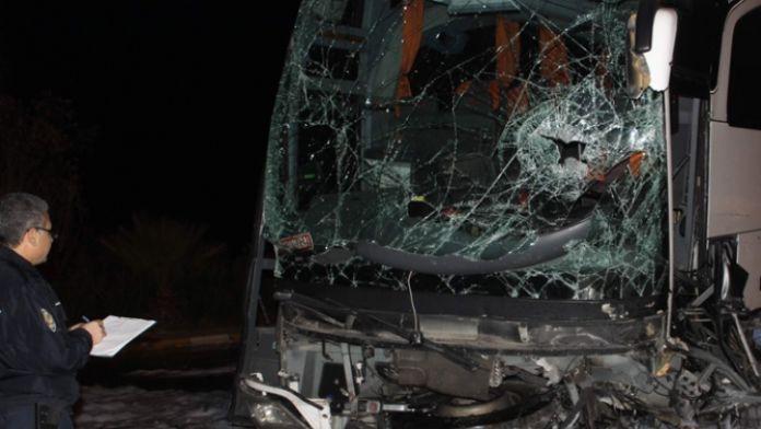 Yolcu otobüsleri çarpıştı: 1 ölü, 12 yaralı