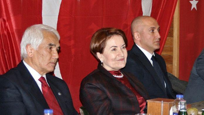 Meral Akşener akademisyenlerle görüştü