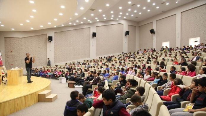 'Hazine Avcısı' Yazarı Akdeniz Öğrencilerle Buluştu