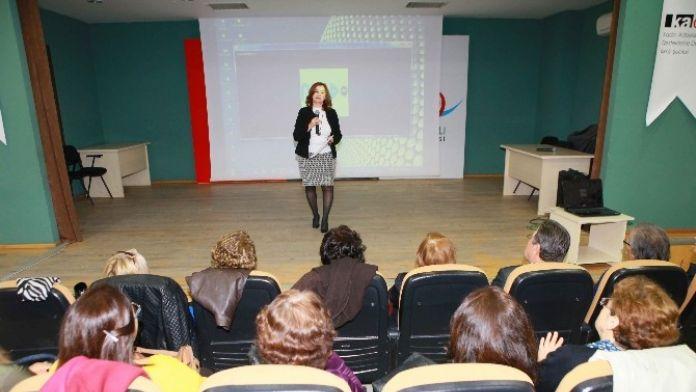Bayraklılı Kadınlara Yurttaşlık Eğitimi