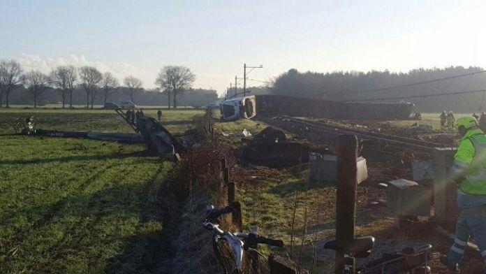 Hollanda'da Tren Yoldan Çıktı: 1 Ölü