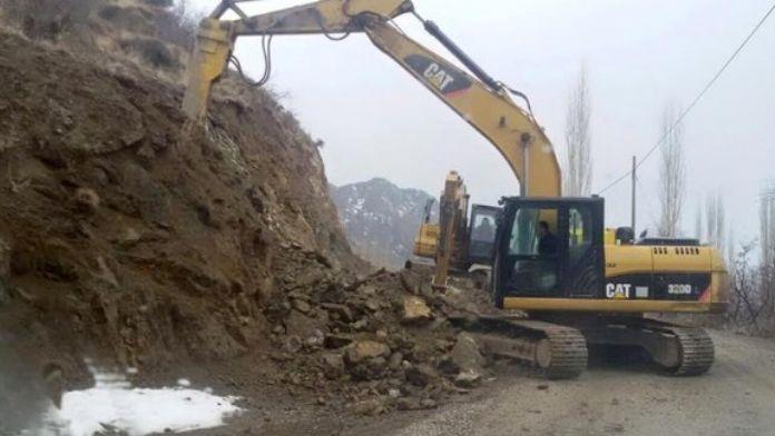 Büyükşehir, Kırsalda Yol Genişletme Çalışması Yapıyor