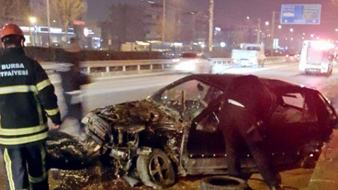 Kaza yapıp 100 metre sürüklenen araçtan sağ çıktı
