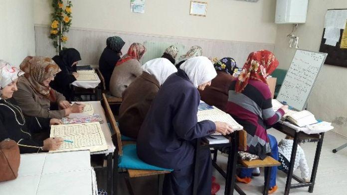 Kırklar Cami'nde Kur'an Kursu Eğitim Devam Ediyor