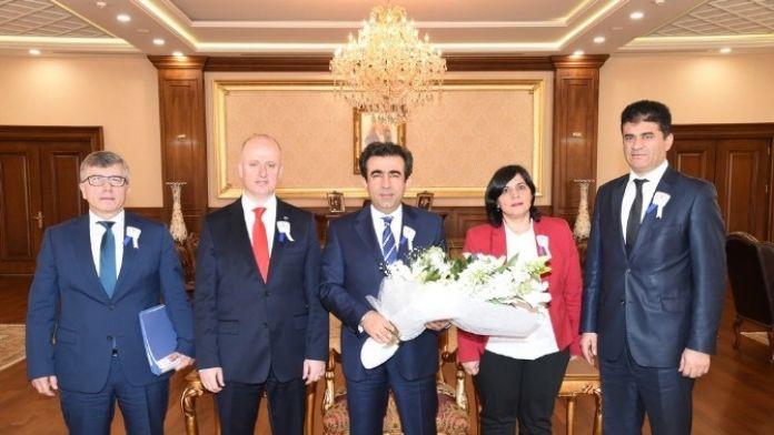 Kocaeli Valisi Güzeloğlu'ndan Vergi Haftası Mesajı
