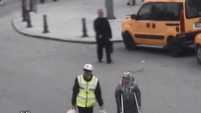 Yaşlı kadının yardımına polis koştu