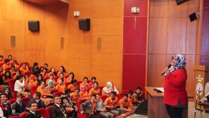 Ahlat'ta Öğrencilere Konferans