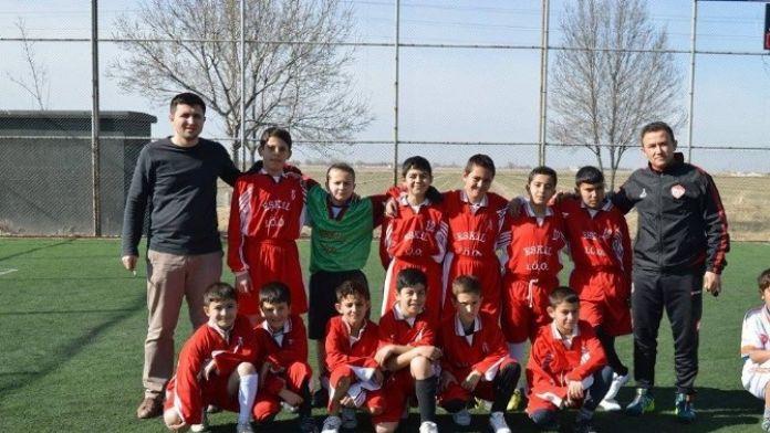 Eskil'de Minikler Futbol Turnuvası