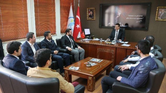 AK Partili Gençlerden Başkan Subaşıoğlu'na Ziyaret