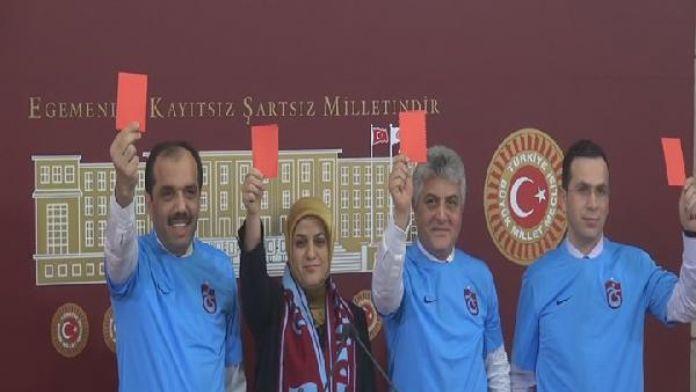 Trabzonlu milletvekilleri Meclis'te TFF ve MHK'ya 'kırmızı kart' gösterdi