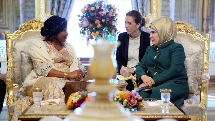 Emine Erdoğan, Gine Cumhurbaşkanı'nın eşiyle görüştü