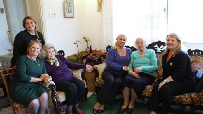 CHP Bodrum Kadın Kollarından Ebe Anneye Ziyaret