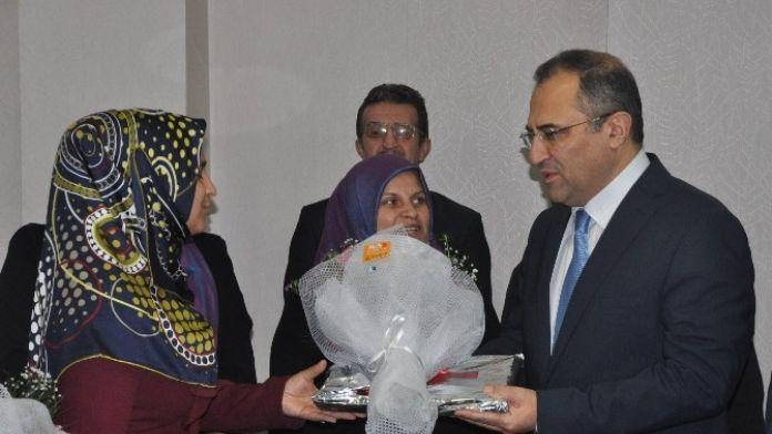 Umre'den Dönen Roman Vatandaşlar Vali Kaban'ı Ziyaret Etti