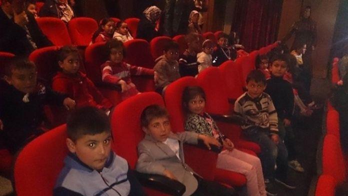Sivas Devlet Tiyatrosu 27 Bin Çocuğa Perde Açtı