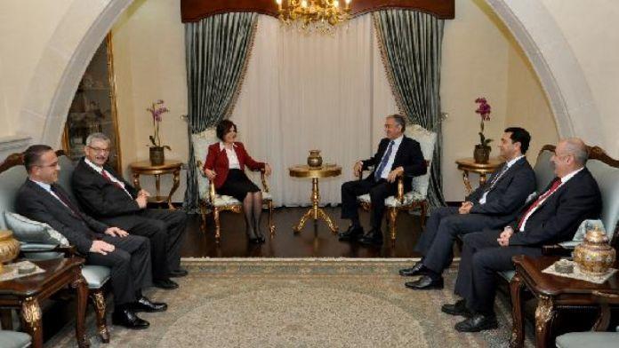 KKTC Cumhurbaşkanlığı'nda müzakere zirvesi