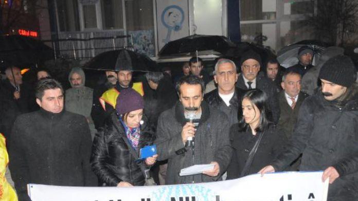 Hakkari'de KESK üyeleri hükümeti protesto etti