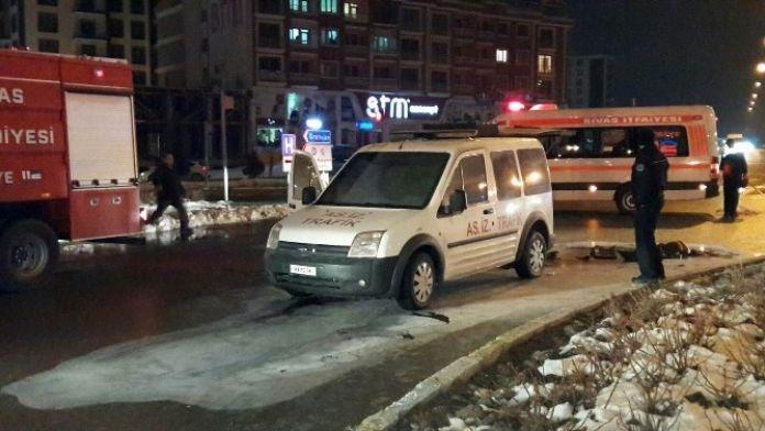 Sivas'ta Seyir Halindeki Askeri Araç Yandı