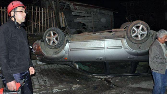 Kontolden çıkan araç duvara çarparak takla attı!