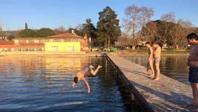 Kış ortasında İznik Gölü'nde yüzdüler