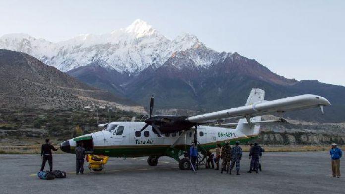 Nepal'de 23 kişi taşıyan uçak kayıp