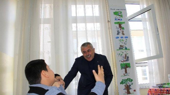 Başkan Toksoy Otizmli Öğrencileri Ziyaret Etti