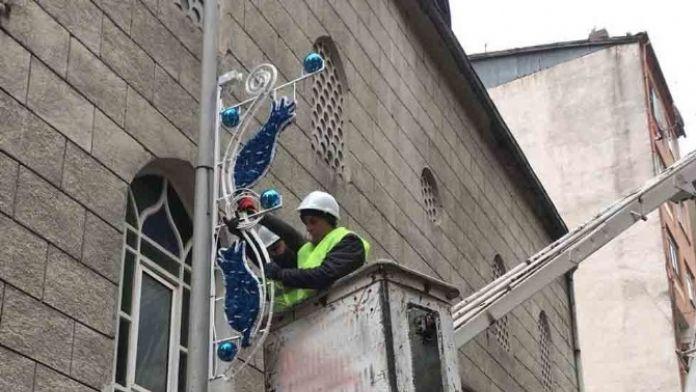 Akçacami Caddesi'ne Dekoratif Aydınlatma
