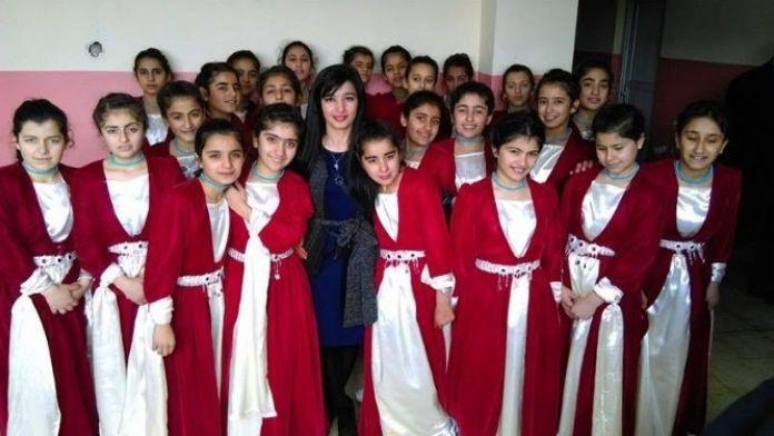 Hakkari'de Okullar Arası Halk Oyunları İl Biriciliği Heyecanı