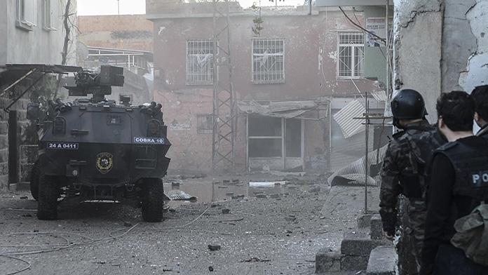 Diyarbakır Sur'da çatışma: 1 asker şehit