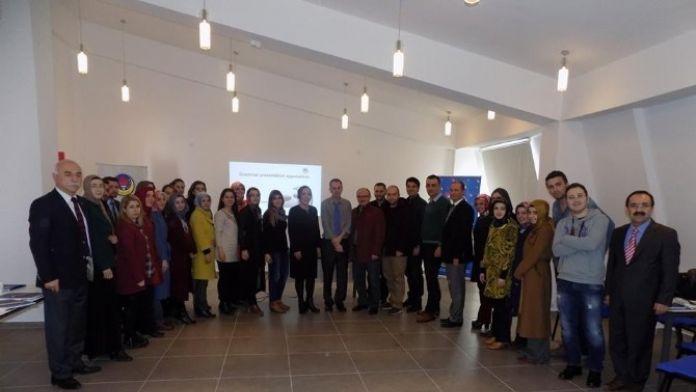 TED Tokat Kolejinde İngilizce Öğretmenleri Bilgi Paylaşım Semineri
