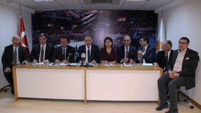 AK Parti İzmir İl Başkanı Bülent Delican, 'Kocaoğlu Devletin Kurumlarını Suçlamasın'