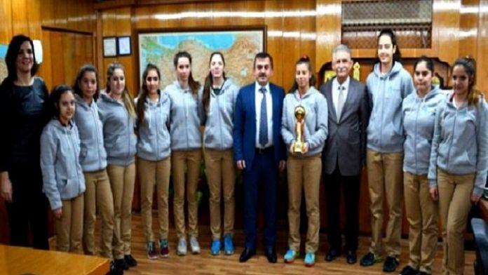 Şampiyonluk Kupalarını Osman Özkan'a Getirdiler