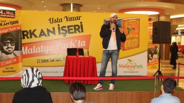 Yazar Erkan İşeri AVM'de Hayranlarıyla Buluştu